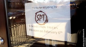 Sign on Suwanee Park Tavern entrance details planned opening date. (Credit: Steve Burns.)